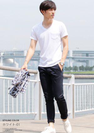白の無地Tシャツ×黒のアンクルパンツ