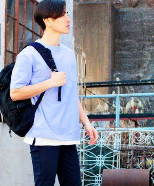 サックスブルーのTシャツ 汗ジミ