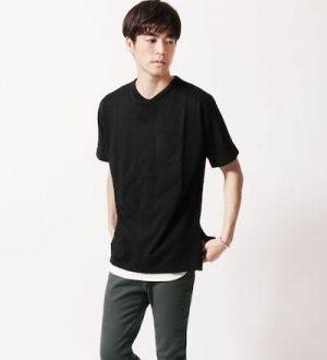 黒の無地Tシャツ×白のロングタンクトップ