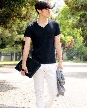 黒の無地VネックTシャツ メンズファッション