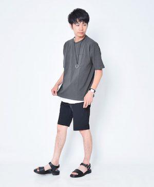 オーバーサイズのTシャツ×ハーフパンツ