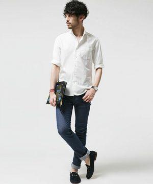 白のリネンシャツ×スキニーデニム