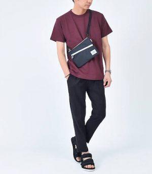 バーカンディのTシャツ×黒のスキニーパンツ