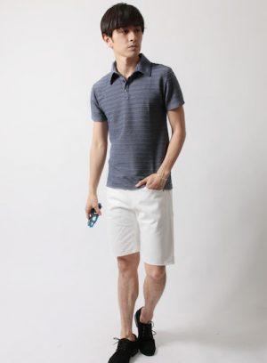 ライトブルーのポロシャツ×白のショーツ