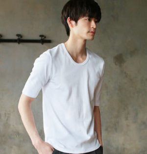 UネックTシャツ メンズファッション