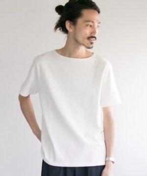 白のボートネックTシャツ メンズファッション