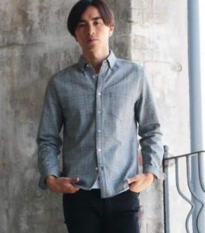 グレーのカジュアルシャツ 20代