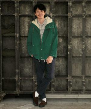 緑のマウンテンパーカー
